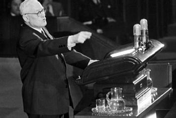 Андрей Вышинский выступает в Генеральной Ассамблее в 1950 г. Фото ООН