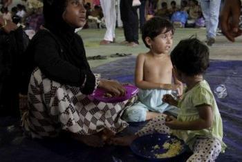 Беженцы - представители народности рохинджа. Фото УВКБ