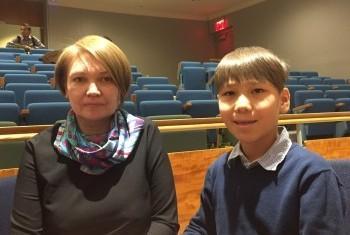 Дина Эшалиева с сыном Даниэлем. Фото Службы новостей ООН