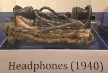 Наушники синхронного переводчика. Выставка «Нюрнберг: рождение профессии». Фото ООН