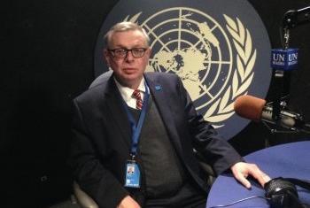 Александр Зуев в студии Службы новостей ООН. Фото Службы новостей ООН