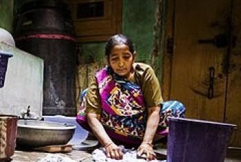 Работа по дому. Индия. Фото МОТ