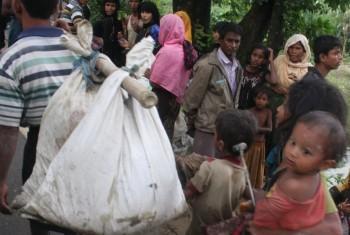 Беженцы-рохинджа прибывают в Бангладеш. Фото УВКБ