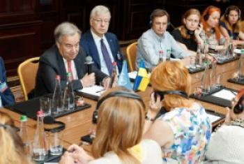 Глава ООН в июне встретился с вынужденными переселенцами из Крыма Фото ООН