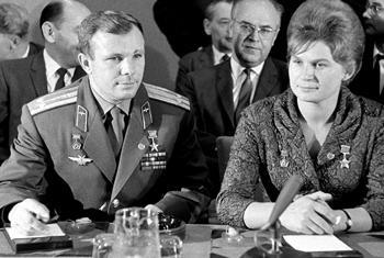 Юрий Гагарин и Валентина Терешкова в ООН, 1963 г. Фото ООН