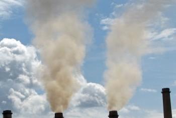 В ближайшие годы сокращения вредных выбросов в атмосферу не произойдет. Фото ЮНЕП