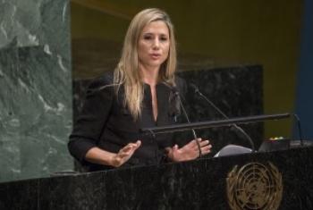 Мира Сорвино на трибуне Генеральной Ассамблеи ООН. Фото ООН