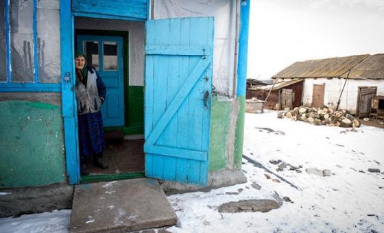 Wazee ni waathirka zaid wa vita vinavyoendelea Ukraine Mashariki. Picha: IOM/UN/Volodymyr Shuvayev