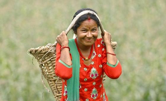 Mwanamke mkulima akiwa shambani nchini Nepal:Picha na UN Women