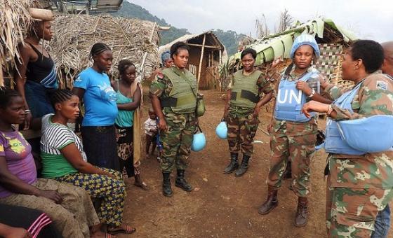 Walinda amani wanawake wakizunugmza na wanawake wanajamii eneo la Ntoto Kivu Kaskazini.(Picha:MONUSCO)