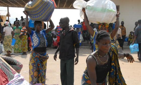 Wacongo wanaotoroka Vurugu DRC kuelekea Uganda. Picha: UN/John Kibego