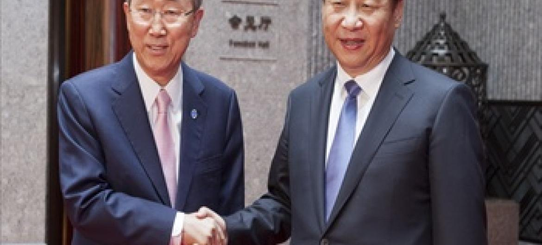 Katibu Mkuu wa UM Ban Ki-Moon akiwa na Rais wa China Xi Jinping (Picha: UN /Mark Garten)