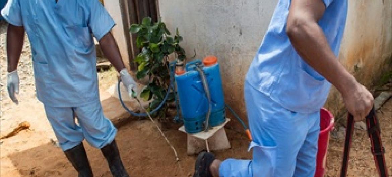 Wafanyakazi wa wizara ya afya Monrovia, Liberia katika kituo cha afya kinachofadhiliwa na WHO,MSF.Picha ya UNMIL/Staton Winter