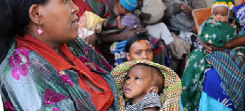 Kliniki ya afya ya Dosha , Ethiopia: Katika kipindi cha miaka mitatu tu, nchi iliongeza idadi zaidi ya mara mbili ya wafanyakazi wa afya, na vifo vya watoto wachanga ukapungua kwa kiwango kikubwa. Picha: Alamy / Kim Haughton