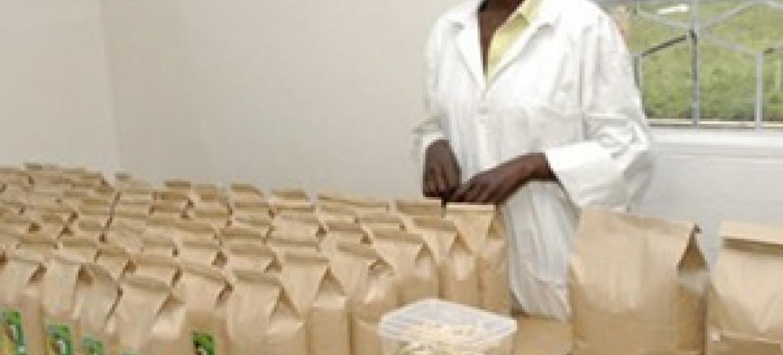 Nchini Rwanda, moja ya mifano ya viwanda vya kuboresha thamani kwenye mazao. (Picha:UNIDO)