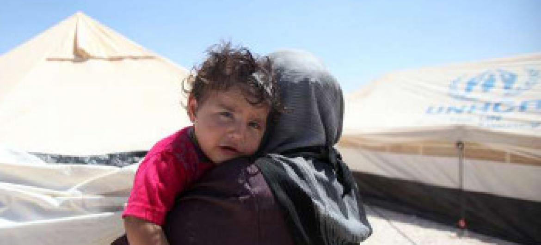 Mama na mwanawe kutoka Syria katika kambi ya Zaátri nchini Jordan (Picha© UNHCR/S.Malkawi)