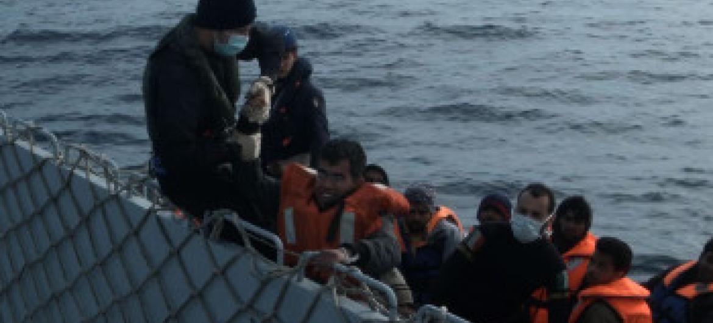 Operesheni ya kuokoa wahamiaji kwenye bahari ya Mediteranea. Picha ya UNHCR/UNIFEED.