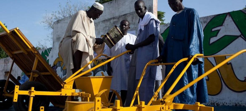 Upatikanaji wa mashine za kilimo ni muhimu kwa ajili ya uzalishaji na maisha ya vijijini. Picha: FAO/Swiatoslaw Wojtkowiak