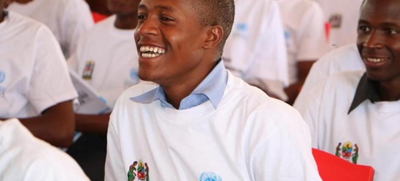 Umoja wa kimataifa kuwafikia vijana katika maeneo mbalimbali nchini Tanzania kuwaelimisha kuhusu malengo ya maendeleo endelevu SDG's. Picha: Photo - Zainul Mzige
