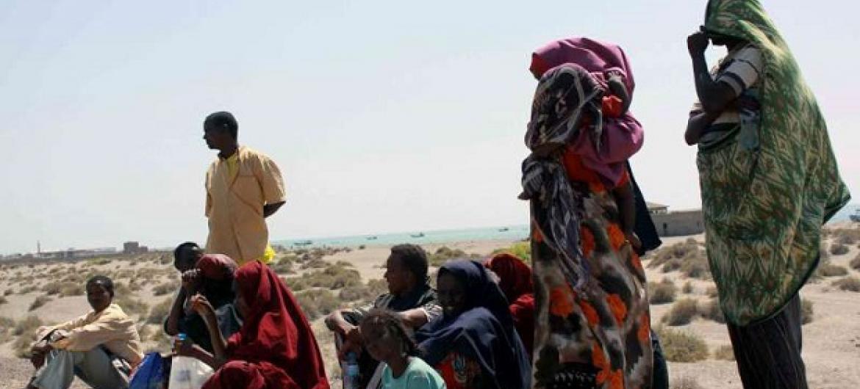 Wakimbizi wa Somalia katika pwani ya Yemen baada baada ya safari hatarishi kutoka Pembe ya Afrika. Picha: UNHCR / R. Nuri