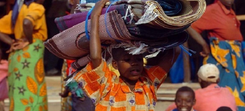Wakimbiz wa Burundi katika kituo cha muda cha UN Makamba wakielekezwa kwa ajili ya warejea nyumbani. Picha: UNHCR (maktaba)