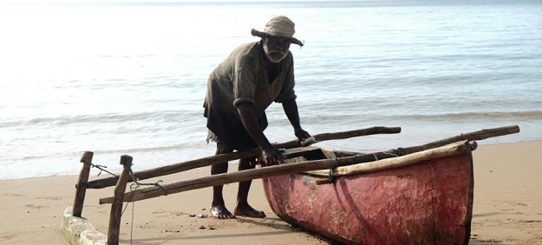 Huyu ni mvuvi nchini Comoro. (Picha: Youssouf Mouzzamildine)