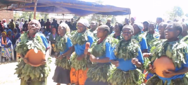 Wanautamaduni wa kijiji cha Itunduma mkoani Njome nchini Tanzania. Picha: UNDP Video capture