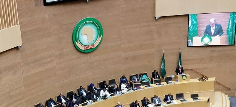 Katika Mkuu wa Umoja wa Mataifa Antonio Guterres wakati akihutubia kikao cha 30 cha Muungano wa Afrika, AU huko Addis Ababa, Ethiopia hii leo. (Picha: Twitter ya msemaji wa UN