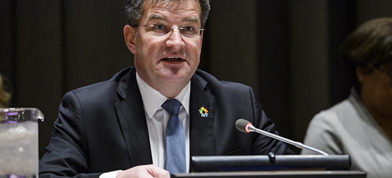 Rais wa Baraza Kuu Miroslav Lajčák akihutubia mkutano wa baraza kuu kuhusu vipaumbele vyake kwa mwaka 2018. Picha na: UN/Manuel Elias