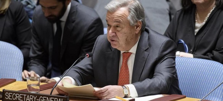 Katibu Mkuu wa Umoja wa Mataifa António Guterres akihutubia mkutano wa Baraza la Usalama. PichaUM/Manuel Elias