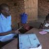 Mama na mtoto katika kituo cha afya nchini Sudan Kusini. Picha: UM/Video capture