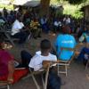 Wafanayakazi wa UNICEF wajadili hali ya kibinadamu na wakimbizi wa ndani nchini DRC. Picha: UNICEF