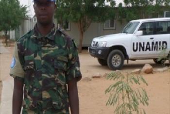 Mlinda amani Private Nuru Baruti. (Picha@UNAMID)