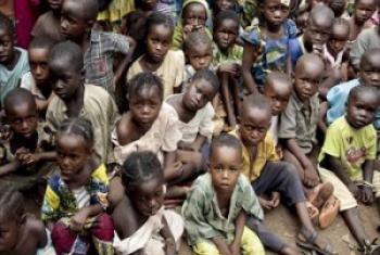 Watoto katika moja ya kambi za muda za wakimbizi wa ndani huko Jamhuri ya Afrika ya Kati. (Picha:UN/Evan Schneider))