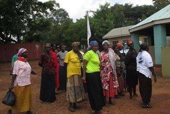 Wakimbizi waKenya katika ofisi ya UNHCR nchini Uganda.Picha ya UN Radio/kiswahili/John Kibego