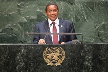 Rais Jakaya Kikwete wa Tanzania akihutubia mjadala mkuu wa Baraza Kuu la Umoja wa Mataifa New York, Alhamisi. (Picha:UN/Kim Haughton)