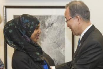 Katibu mkuu wa UM Ban Ki-Moon alipokutana na mwanaharakati dhidi ya ukeketaji Fahma Mohammed nchini Uingereza mwezi Juni mwaka huu. (Picha: Eskinder Debebe)