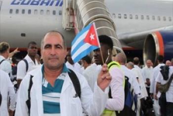 Madaktari kutoka Cuba walipowasili Sierra Leone kusaidia tiba dhidi ya Ebola. (Picha:WHO/S. Gborie)