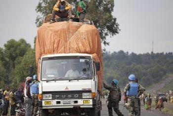 Walinda amani wa MONUSCO wakiwa katika doria. (Picha:MONUSCO/Sylvain Liechti)