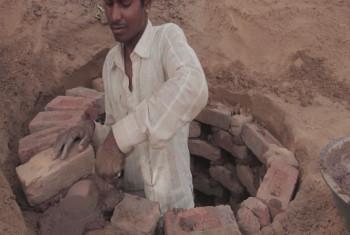 Ujenzi wa vyoo nchini India.(Picha ya UM/UNifeed/video capture)