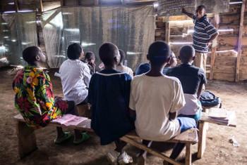 Miradi ikiwemo hii ya kutoa elimu inaweza kusaidia kuinua utawala bora. Picha:UNDP/DRC/ Benoit Almeras-Martino)