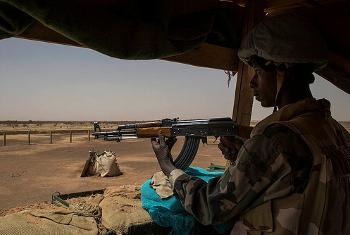 Walinda amani katika mji wa Menaka, kaskazini mwa Mali, ambao umevamiwa na waasi hivi karibuni. Picha ya MINUSMA.