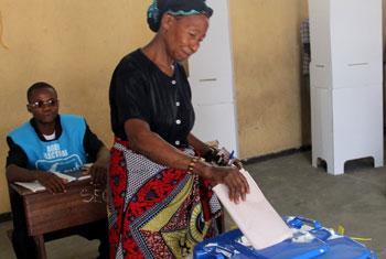 Nchini DRC wakati wa uchaguzi, mwaka 2011. Picha ya Radio Okapi/ Photo John Bompengo