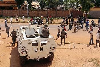 Walinda amani wa MINUSCA wakiwa kwenye mji mkuu wa CAR, Bangui. (Picha:MINUSCA/David Manyua;)