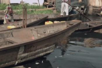 Mto unaopita katikati ya mji wa Lagos nchini Nigeria ambao umechafuliwa kiasi kwamba uvuvi unakwama.