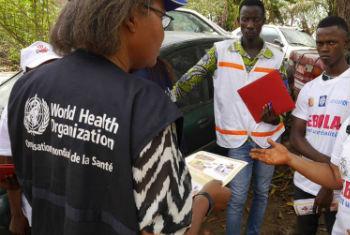Shirika la Afya Duniani (WHO) linafuatilia takriban watu 2,000 Guinea na Sierra Leone. Picha: WHO/P. Haughto