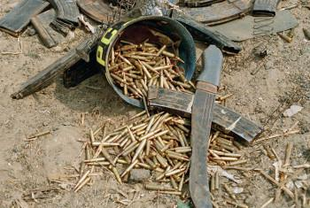 Risasi na mapanga kwenye eneo la Gisenyi, mwaka 1994, nchini Rwanda. Picha ya UN/John Isaac