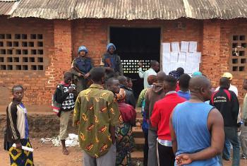 Wakipanga mstari kwa kupiga kura mjini Bangui. Picha ya MINUSCA.