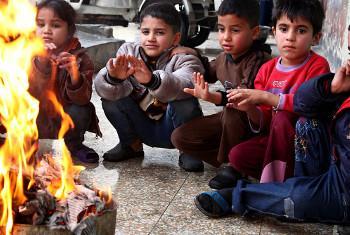 Watoto wakimbizi wa Palestina wakati wa msimu wa baridi nchini Syria. Picha ya UNRWA/Taghrid Mohammad