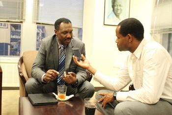 Mahojiano baina ya Jenerali Paul Mella(kushoto) na Joshua Mmali(kulia).